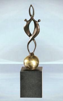 """Skulptur """"Gemeinsam glücklich"""""""