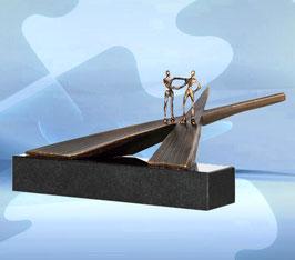 """Skulptur """"Wege gehen auseinander"""""""