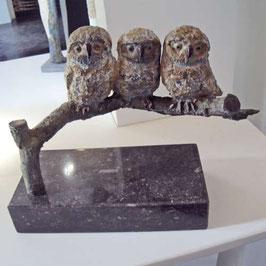 """Skulptur """"Drei kleine Eulen auf Zweig"""""""