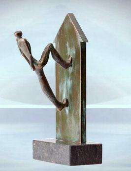 """Skulptur """"Das Unmögliche erreichen"""""""