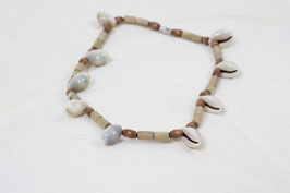 Halskette mit Muscheln