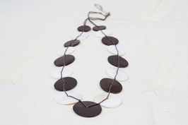 Halskette mit Muschelelementen