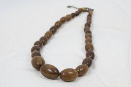 Halskette aus ovalen Holzperlen