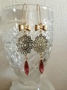 """Metal Flower & Vintage Glass Ribbon Pierce"""