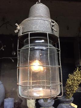 hang lantaarn aan kettng