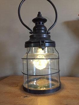 grote lantaarn op batterij