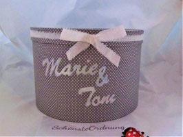 graue Erinnerungsbox Marie&Tom mit Glitzerschrift Namen, zur Verlobung, Hochzeit verschenken - viele andere Farben