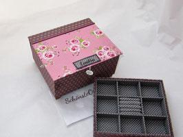 Rosen auf flieder Asanoha, große Schmuck-Aufbewahrungsschatulle mit Einsatz, personalisierbar