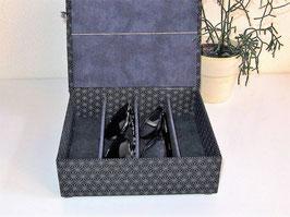 Uhrenschatulle, Brillenbox in dezentem roten Japanstoff, mit Klappdeckel in Varianten, personalisierbar, ein edles Geschenk für Frauen