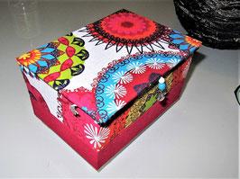 kleine Schatzkiste, personalisiert, bunte Mandalas, Kinderzimmerbox