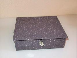 grau gepunktete, kleine Schatzkiste mit Leinenstoff, personalisiert