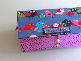 bunte Vögelchen kleine Kinder-Schatzkiste, personalisiertes Mitbringsel von Oma zum Kindergeburtstag