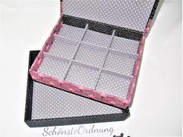 personalisierbare Schmuck-Schatulle gestapelt, in Rosa und Grau, romantisch schön mit Rosen und feinem  Leinenstoff