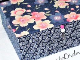 Rosen auf zartem flieder lila, kleine Schatzkiste, mit Japanstoff bezogen, personalisierbar