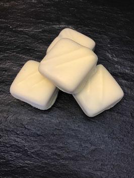 Weiße Schokoladenpraline  Sensation Ivoire Ganache Cassis