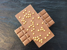 Vollmilch Schokolade 35% mit knusprigen Karamellperlen - 95 Gramm