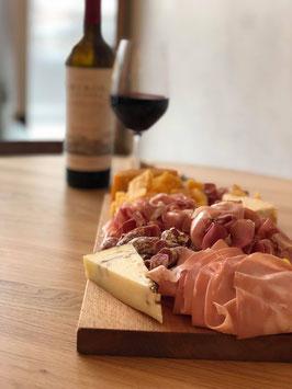 Kaas- & vleeswarenplateau t.w.v. €30,00