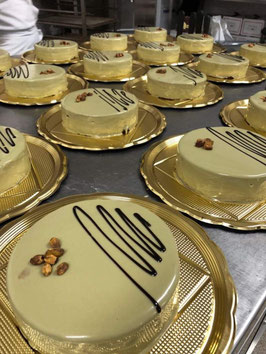 torta volo al pistacchio- cioccolato-fragola gr 500  OFFERTA