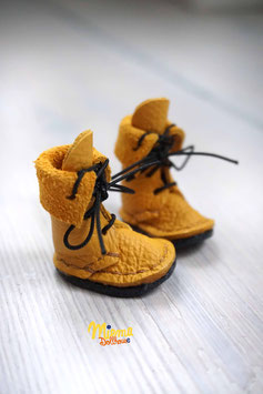 Boots dark yellow leather