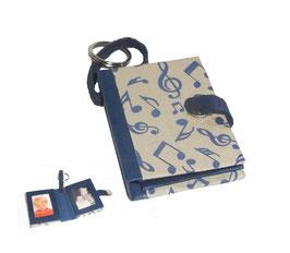 Fotoanhänger/Anhänger /Schlüsselanhänger / Taschenanhänger für Fotos / Passfotos tanzende Noten beige blau
