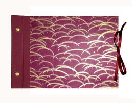 Fotoalbum  Gästealbum DinA4 quer  ,offener Buchrücken,mit Satinbänder,Nepal Lokta Papier Gräser kupfer gold auf mangenta rot, 60 Blatt Fottokarton Perlweiß