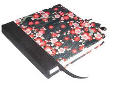 Tagebuch mit Schloß, Apfelblüten weiß rosa rot auf schwarz