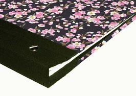Schraubalbum / Gästebuch DinA4 Hochformat, geschlossener Buchrücken, Yuzen Papier Apfelblüten rosa weiß auf schwarz, mit 25 Blatt weißem DinA4 Druckerpapier 160g