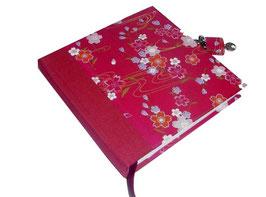 Tagebuch mit Schloß, Kirschblüten weiß rosa auf pink