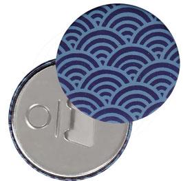 Flaschenöffner mit Magnet oder Taschenspiegel,Handspiegel  ,Button, 59 mm Durchmesser,Chiyogami Yuzen Papier,Halbkreise dunkelblau