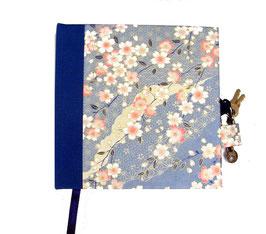 Tagebuch mit Schloß, Kirschblüten weiß rosa auf hellblau