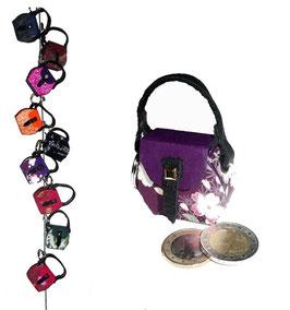 Kleine Mini Tasche als Anhänger / Schlüsselanhänger aubergine Blümchen