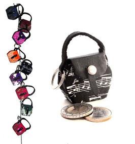 Kleine Mini Tasche als Anhänger  / Schlüsselanhänger schwarz mit Noten