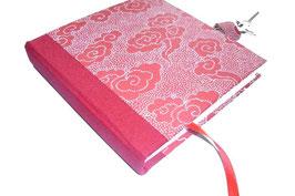 Tagebuch mit Schloß, Wolken weiß auf rot