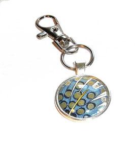 Anhänger Schlüsselanhänger Cabochon, Florentiner Papier bunte Federn, blau mit Punkten gold