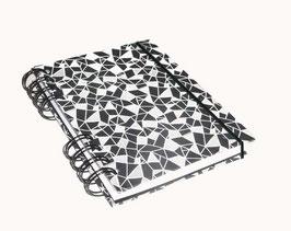 Notizbuch Din A6, mit schwarzer Ringbindung Wire-O Bindung, Baumwollpapier geometrisches Muster schwarz weiß