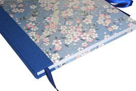 Gästebuch / Schreibbuch / Tagebuch japanischem Yuzen Papier, Kirschblüten rosa auf blau