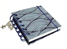 Notizbuch klein, mit blauer Ringbindung Wire-O Bindung,Nepalpapier, Wellen koboldblau auf hellblau