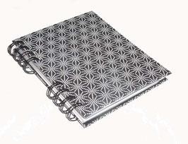 Telefonbuch / Notizbuch Din A6, mit schwarzer Ringbindung Wire-O Bindung, Register ABC schwarz grau, Baumwollpapier Sterne weiß auf schwarz
