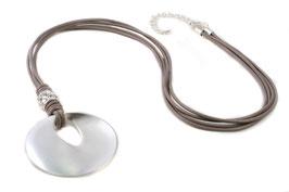 Lederbandkette in taupe mit einer silber-matten Scheibe und einem kristallbesetztem Rondel