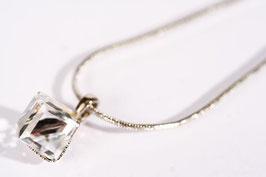 Rhodinierte Schlangenkette mit einem Würfelkristall von Swarovski