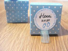 """5 Taufbonbon-Schachteln """"Blau, Etikett Füßchen oder Herz"""" mit je 5 Taufmandeln"""