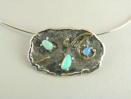 Hanger met 3 opalen