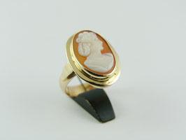 Ring met schelp camee
