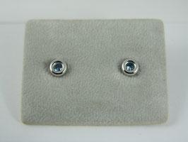Witgouden oorstekers met blauwe zirkonia