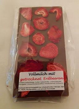 Vollmilchschokolade mit getrockneten Erdbeeren