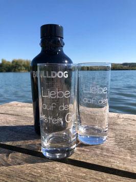 """Glas mit dem Schriftzug """"Liebe auf den ersten Gin"""". Ohne Deko"""