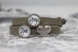 Armband hellgrau mit zwei Wunschnamen & Herz