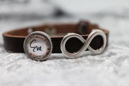 Armband dunkelbraun mit Wunschname Blumenkranz & Unendlich