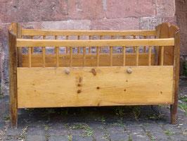 Kinderbett aus Weichholz