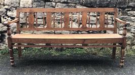 Holzbank mit Balusterbeinen